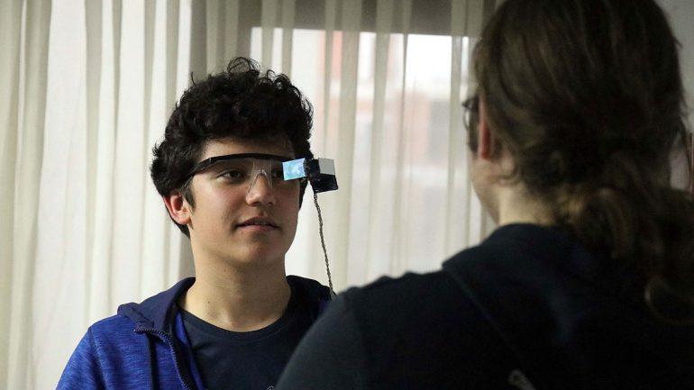 İşitme Engelliler İçin Alt Yazılı Gözlük Geliştirdiler